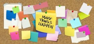 foto di lavagna con scritto Make things Happen