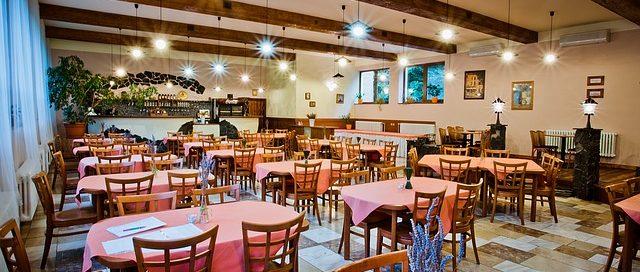 foto della sala di un ristorante